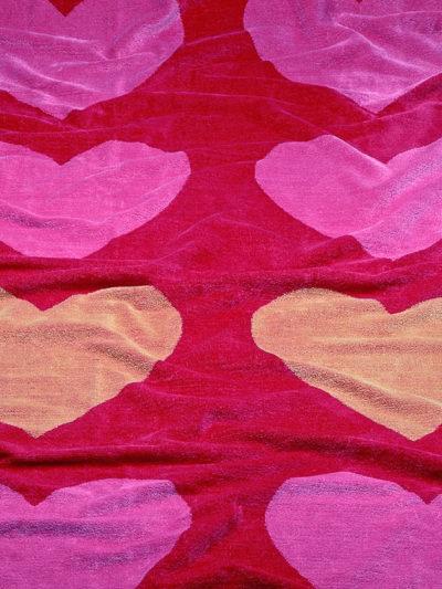 toalla playa corazones rosa