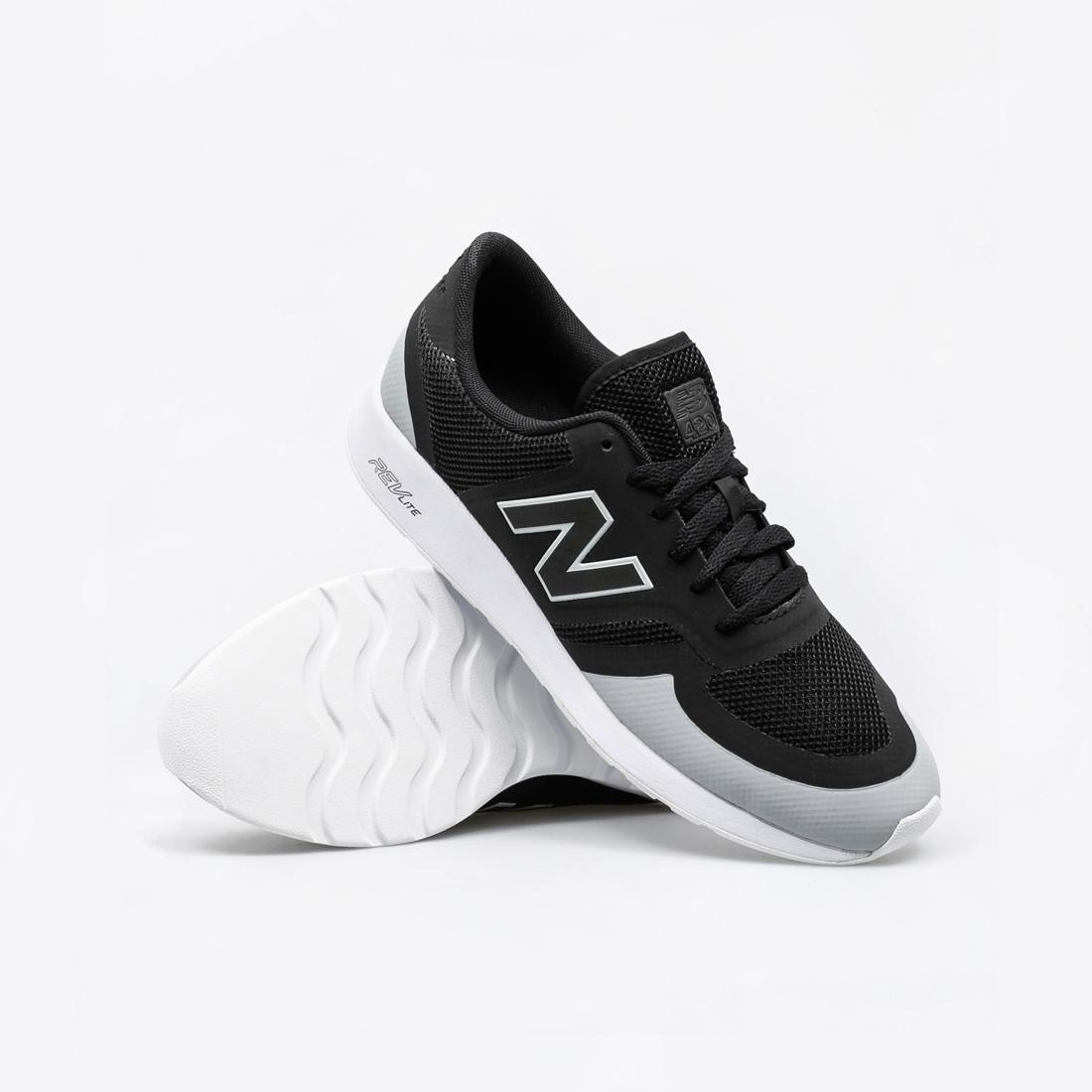 new balance negras